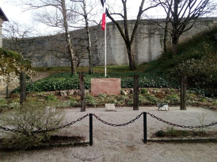le carré des fusillés de la citadelle de Besançon
